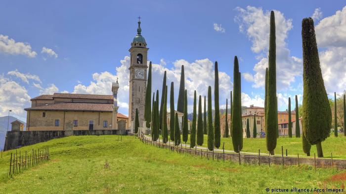 Pfarrkirche Sant' Abbodino, Montagnola, Tessin (picture alliance / Arco Images)