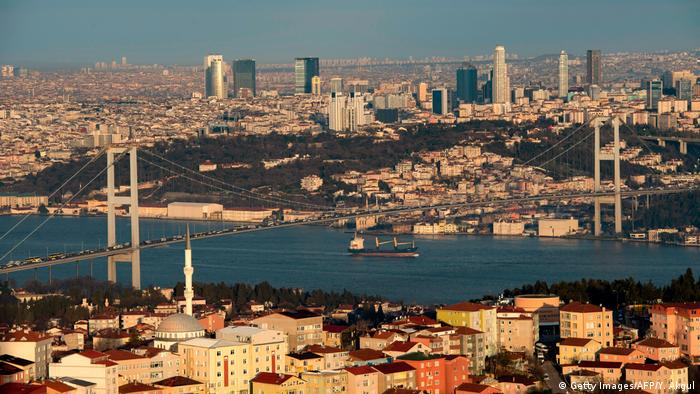 Türkei Stadtansicht Istanbul mit Bosporus-Brücke