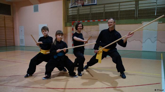 Marcin Zarod mit Ehefrau Dorota und Kindern Natalia und Kamil beim KungFu-Üben