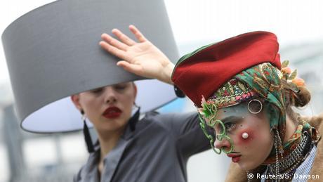 BdTD Großbritannien Hutwoche in London (Reuters/S. Dawson)