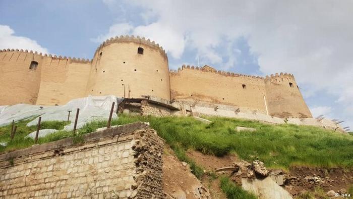 تخریب دیوارهای حفاظتی فلکالفلاک