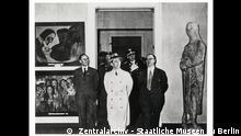Joseph Goebbels auf der Ausstellung Entartete Kunst in Berlin