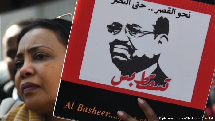 Sudanesen protestieren in Dublin (picture-alliance/NurPhoto/A. Widak)