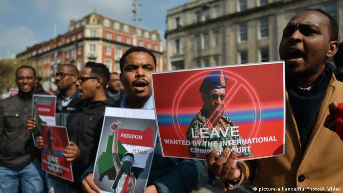 Sudanesen protestieren in Dublin