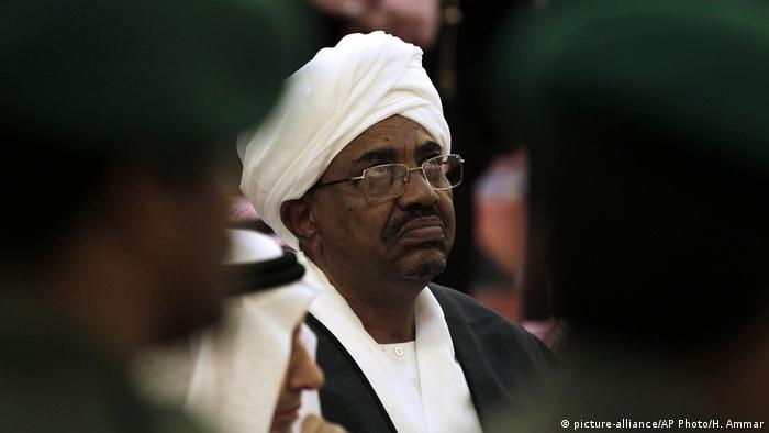 Omar al-Bashir (picture-alliance/AP Photo/H. Ammar)