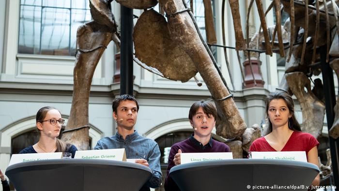 Deutschland Berlin | Vorstellung Forderungen von Fridays For Future | Sauriersaal Museum für Naturkunde