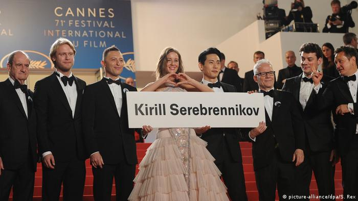 Cannes Film Festival 2018: actors and producers with a sign to free Director Kirill Serebrennikov (picture-alliance/dpa/S. Rex)