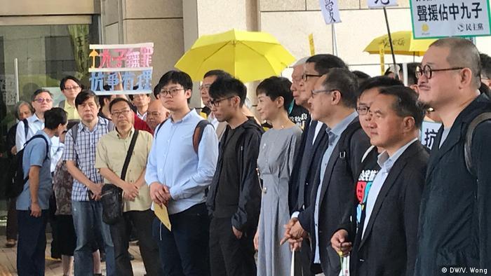 China Anführer der Demokratiebewegung in Hongkong schuldig gesprochen (DW/V. Wong)