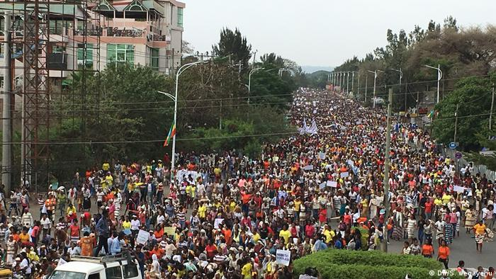 Hawassa Äthiopien Frauen-Marsch (DW/S. Wegayehu)