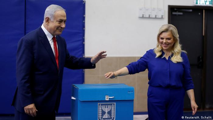 Israel Wahlen Benjamin Netanjahu mit seiner Frau Sara in Jerusalem