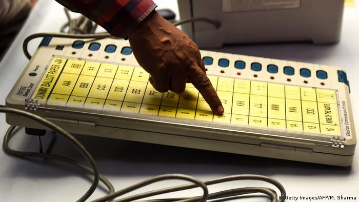 Indien EVM Elektronische Wahlautomaten (Getty Images/AFP/M. Sharma)
