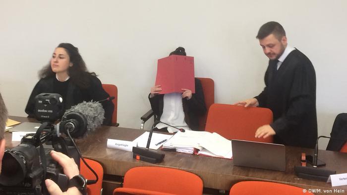 إحدى جلسات محاكمة جينفر ف. زوجة المتهم طه ج.