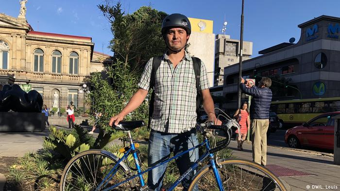 Erick Solis mit seinem Fahrrad in Costa Rica