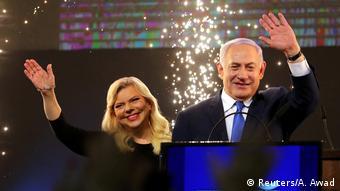 Премьер-министр Ираиля и лидер партии Ликуд Биньямин Нетаньяху с супругой