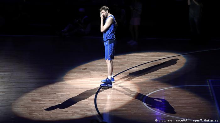 Dirk Nowitzki (picture-alliance/AP Images/T. Gutierrez)