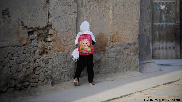 Afghanistan Kabul Kinder gehen zur Schule (Getty Images/AFP/Y. Cortez)