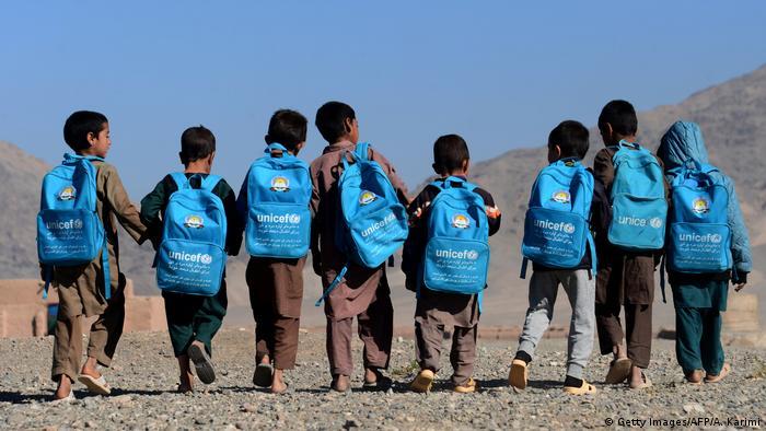 Afghanistan Herat Kinder gehen zur Schule (Getty Images/AFP/A. Karimi)