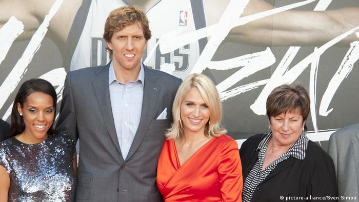 Basketballer Dirk Nowitzki mit Familie (picture-alliance/Sven Simon)