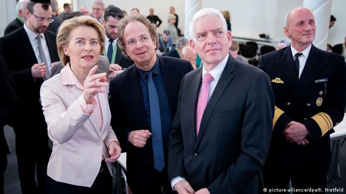 Josef Schuster speaks with Ursula von der Leyen