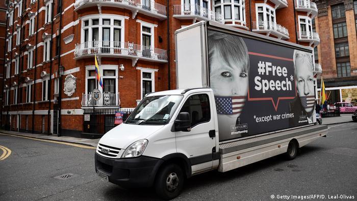 Großbritannien Botschaft von Ecuador in London   Protest Meinungsfreiheit - Julian Assange