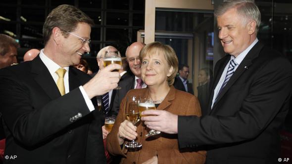 Председатели СвДП Гидо Вестервелле (слева), ХДС Ангела Меркель и ХСС Хорст Зеехофер