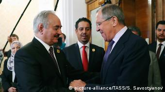 Халифа Хафтар и Сергей Лавров на встрече в Москве, август 2017 года