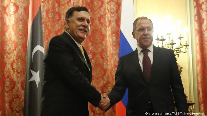 Russland Moskau Lawrow mit Fayez al-Sarraj aus Libyen (picture-alliance/TASS/A. Novoderezhkin)