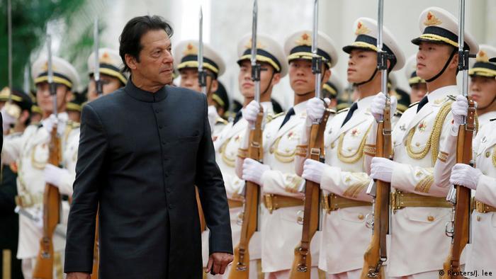 China Pakistans Premierminister Imran Khan beim Militärparade (Reuters/J. lee)