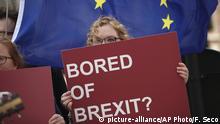 10.04.2019, Belgien, Brüssel: Eine Anti-Brexit-Demonstrantin hält ein Schild mit der Aufschrift Bored of Brexit? (Gelangweilt vom Brexit?) während eines Protestes vor dem Hauptsitz der EU. Bei einem EU-Sondergipfel soll es heute wieder um den Brexit gehen. Nach jetzigem Stand müsste Großbritannien die EU am Freitag (12.04.) verlassen. Foto: Francisco Seco/AP/dpa +++ dpa-Bildfunk +++ |