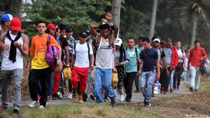 A group of Honduran migrants leaving San Pedro Sula
