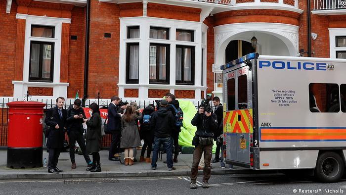 London Botschaft Ecuador nach Festnahme von Julian Assange (Reuters/P. Nicholls)