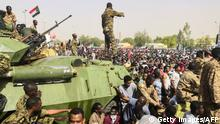 11.04.2019 +++ Sudanese soldiers stand guard on armoured military vehicles as demonstrators continue their protest against the regime near the army headquarters in the Sudanese capital Khartoum on April 11, 2019. - The Sudanese army is planning to make an important announcement, state media said today, after months of protests demanding the resignation of longtime leader President Omar al-Bashir. Thousands of Khartoum residents chanted the regime has fallen as they flooded the area around army headquarters where protesters have held an unprecedented sit-in now in its sixth day. (Photo by - / AFP) (Photo credit should read -/AFP/Getty Images)