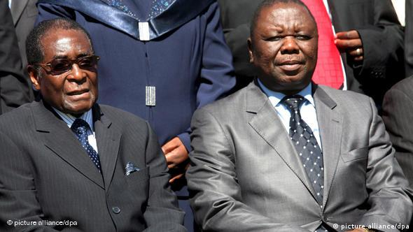 Simbabwe: Robert Mugabe und Morgan Tsvangirai Flash-Galerie (picture alliance/dpa)