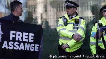 Proteste la Westminster organizate de susținători ai lui Assange