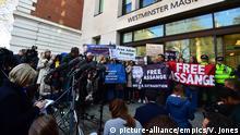 England Protest Unterstützer Julian Assange
