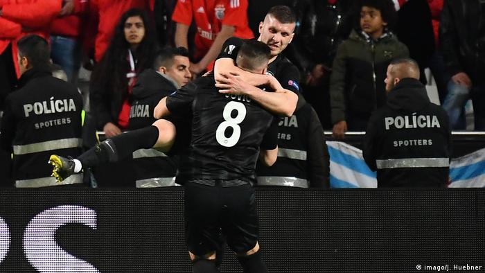 Luka Jovic (back to camera) celebrates with Ante Rebic (imago/J. Huebner)