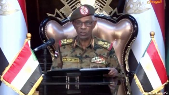 Sudan | Awad Ibn Auf als Präsident des militärischen Übergangsrates vereidigt (picture-alliance/AA)