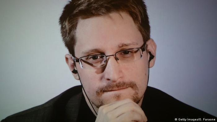 در سال ۲۰۱۳ اسنودن، کارمند پیشین سازمان سیا، با انتشار مجموعهای از اسناد به افشای برنامههای نظارتی و جاسوسی سازمانهای اطلاعاتی مختلف جهان پرداخت. افشاگریهای او ابعاد این برنامهها را به خصوص در دو کشور آمریکا و بریتانیا برملا میساختند. اسنودن از سال ۲۰۱۳ در روسیه در تبعید به سر میبرد. در صورت بازگشت به آمریکا خطر ۳۰ سال زندان او را تهدید میکند.