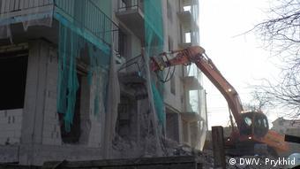 Нелегальну багатоповерхівку у Львові зносили частинами