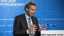 WASHINGTON, USA - October 13: Director of the IMF'Äôs European Department, Poul Thomsen holds a press conference during the 2017 IMF and World Bank annual meetings in Washington, United States on October 13, 2017. Samuel Corum / Anadolu Agency | Keine Weitergabe an Wiederverkäufer.