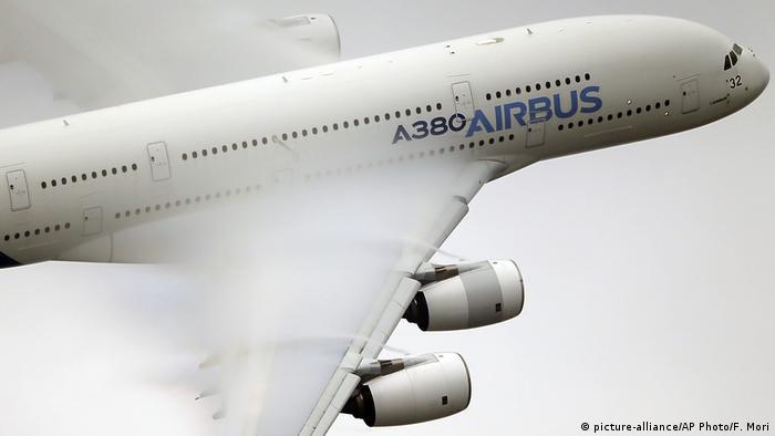 Frankreich Paris Air Show 2015 | Airbus A380 (picture-alliance/AP Photo/F. Mori)