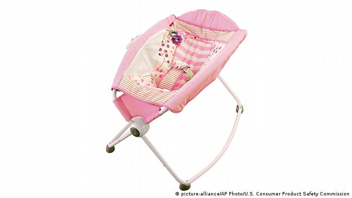 Rückruf Fisher-Price Babywippe (picture-alliance/AP Photo/U.S. Consumer Product Safety Commission)