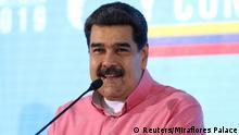 Venezuela Caracas Nicolas Maduro bei Treffen mit Weltbund der Demokratischen Jugend