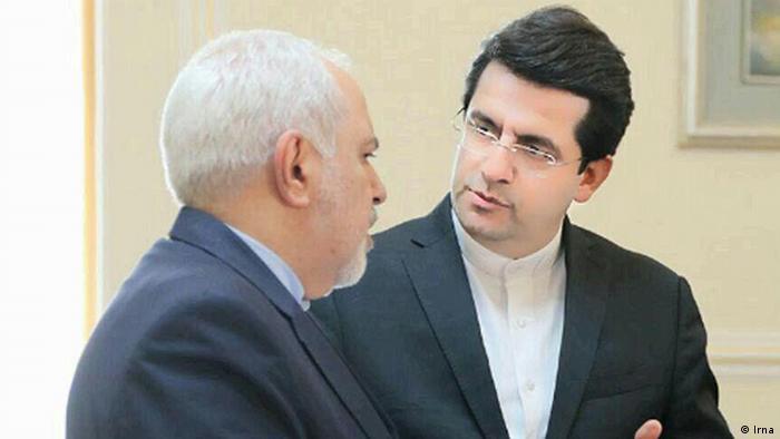 محمدجواد ظریف، وزیر امورخارجه جمهوری اسلامی (چپ) و عباس موسوی، سخنگوی جدید این وزارتخانه