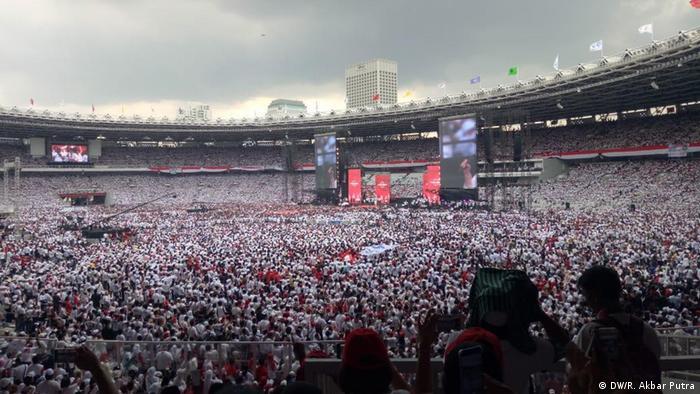 Indonesien Jakarta - Kampaqne von Joko Widodo und Ma'ruf Amin bevor Wahl (DW/R. Akbar Putra)