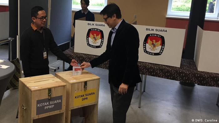 Deutschland Berlin Indonesische Wahl (DW/S. Caroline)