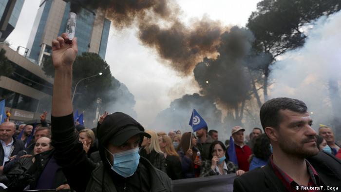 Anti-Regierungsproteste in Albaniens Hauptstadt Tirana (Foto: Reuters/F. Goga)