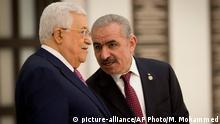 13.04.2019 Palestinian Prime Minister Mohammad Ishtayeh, right, talks with Palestinian President Mahmoud Abbas during a swearing in of the new government in the West Bank city of Ramallah, Saturday, April 13, 2019.(AP Photo/Majdi Mohammed)