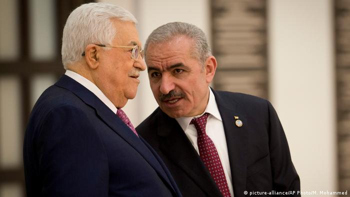 Mahmoud Abbas and Mohammad Ishtayeh (picture-alliance/AP Photo/M. Mohammed)
