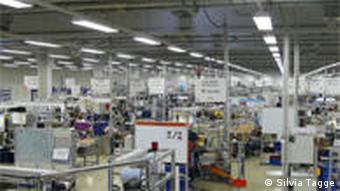 Fast leere Werkhallen - die gesamte Belegschaft bei Autoliv war monatelang in Kurzarbeit Foto: Silvia Tagge